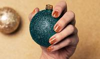 The Right Way to Do Glitter Nail Designs Just in Time for the Holidays