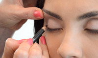 How to apply romantic wedding makeup